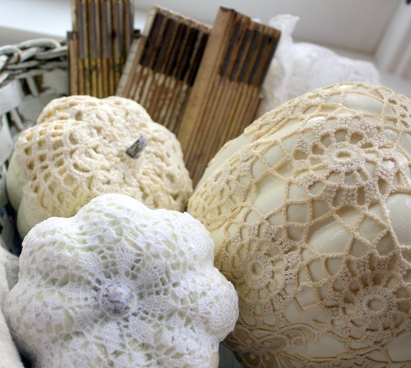 halloween crafts: crochet covered faux pumpkins