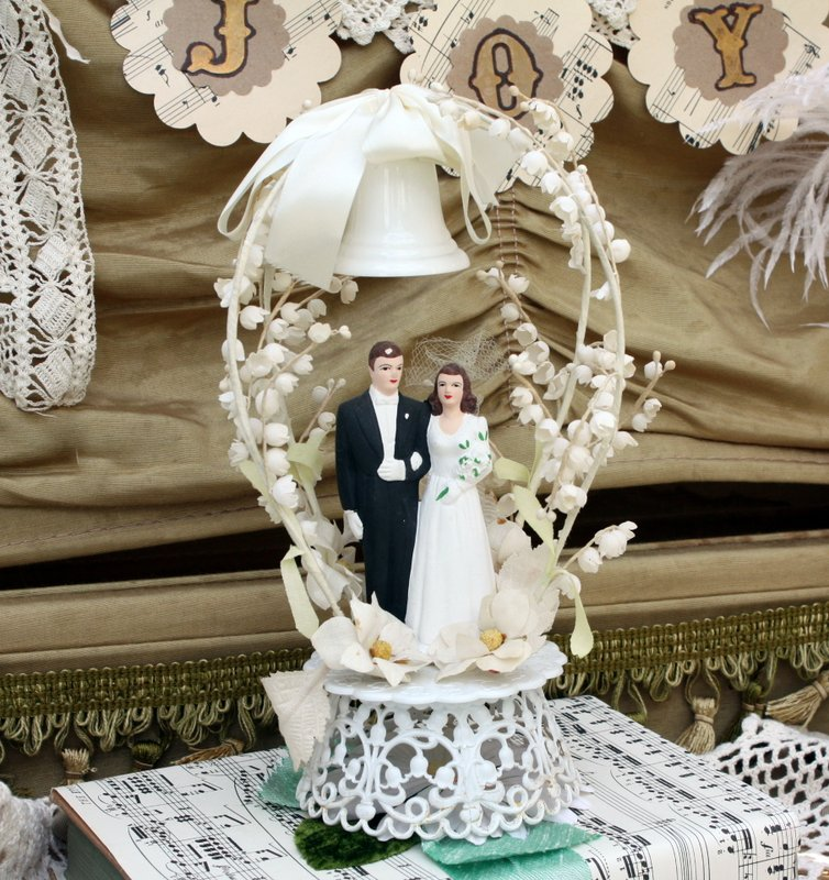charming vintage wedding cake toppers mitzi 39 s miscellany. Black Bedroom Furniture Sets. Home Design Ideas