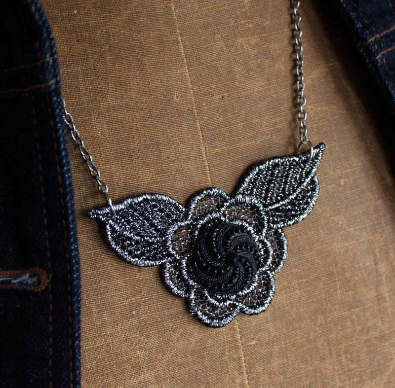 Mitzismiscellany_crochet_necklace