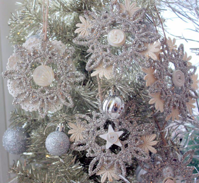 Mitzismiscellany_glitter_lace_ornaments