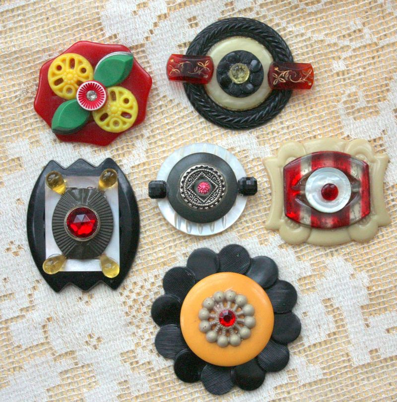 Mitzismiscellany_button_brooches