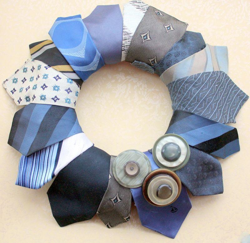 Mitzismiscellany_necktie_wreath1