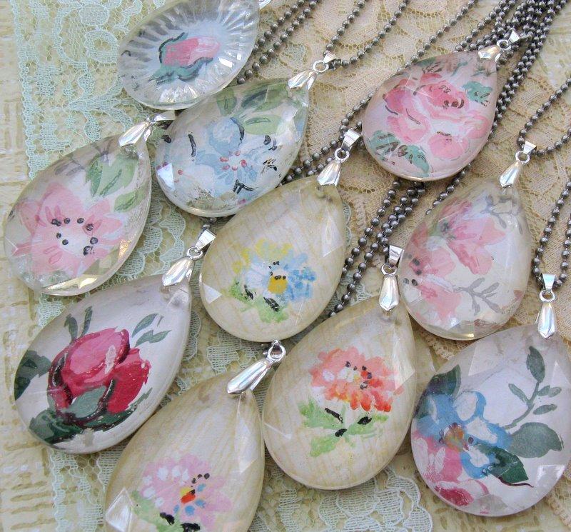 Mitzismiscellany_wallpaper_pendants